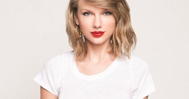 Taylor Swift red lips