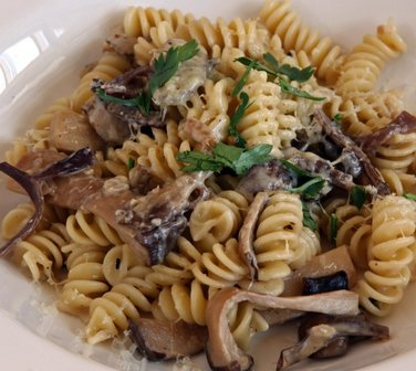Fusilli with mushrooms, lemon and cream cheese